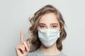 Jak dbać o skórę pod maseczką ochronną?