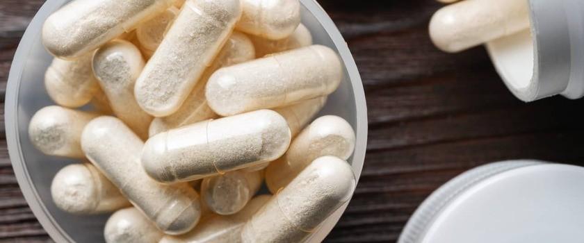 Glukozamina – jaki ma wpływ na stawy? Jak uzupełniać jej niedobory?