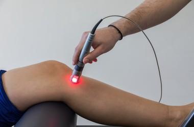 Laseroterapia – działanie, wskazania i przeciwwskazania do terapii z użyciem lasera