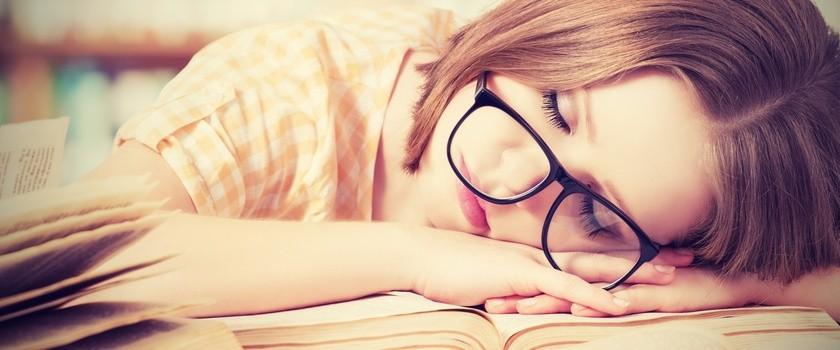 Nastolatkowie nie powinni wstawać na 8 rano