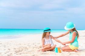 Ochrona przed słońcem w dzieciństwie chroni przed czerniakiem