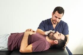 Fizjoterapia stomatologiczna – na czym polega? Wskazania, przebieg, cena