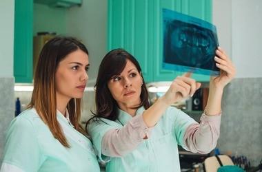 RTG (prześwietlenie) zębowe, cefalometryczne i pantomograficzne. Jak wygląda badanie? Cena, wskazania i zagrożenia