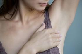 Ból pod pachą — przyczyny i objawy