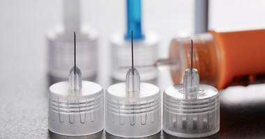 Jak często należy wymieniać igły do penów z insuliną i lancety do nakłuwaczy?