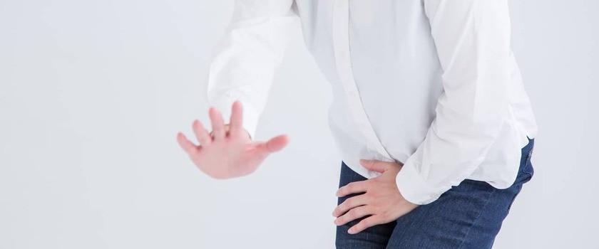 Nietrzymanie moczu – przyczyny i objawy. Leczenie i profilaktyka inkontynencji. Domowe sposoby przy popuszczaniu moczu