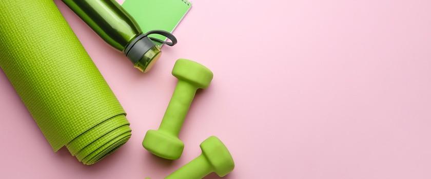 Trening w domu – czy jest bezpieczny? Jak wykonywać ćwiczenia w domu, by uniknąć kontuzji?