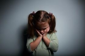 Nerwica u dzieci – rodzaje, przyczyny i objawy. Jak pomóc dziecku z nerwicą?