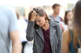Fobia społeczna – przyczyny, objawy oraz leczenie zespołu lęku społecznego
