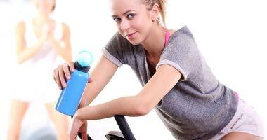 Jak jeździć na rowerku treningowym, by spalić tłuszczyk ale też wysmuklić mięśnie? Ostatnio dużo ćwiczę i łydki stały się bardzo masywne.