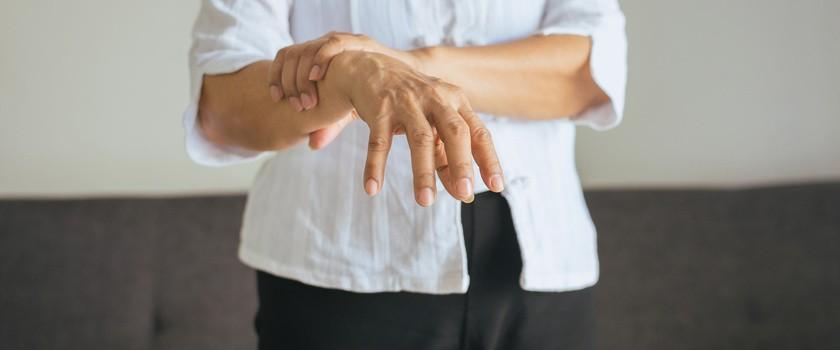 Implanty rdzeniowe nadzieją dla chorych na Parkinsona