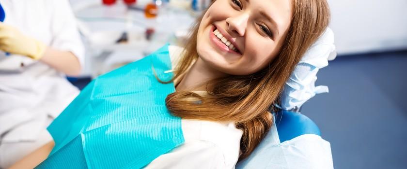 Skaling i piaskowanie zębów