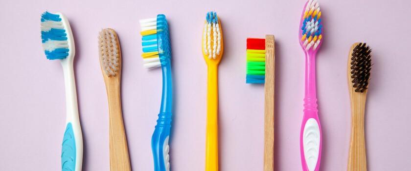 Czy plastikowa szczoteczka do zębów może być ekologiczna? Naukowcy twierdzą, że tak