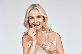 Leki na menopauzę bez recepty – co zawierają? Jak stosować tabletki na menopauzę?
