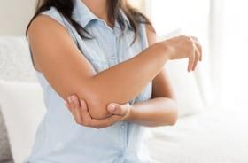 Łokieć tenisisty – przyczyny, objawy, leczenie, rehabilitacja zespołu nadkłykcia bocznego kości ramiennej