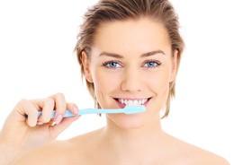 Codzienna pielęgnacja zębów i dziąseł u osób z paradontozą