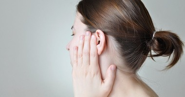 Jak odetkać ucho? Domowe sposoby na zatkane ucho, preparaty do czyszczenia uszu