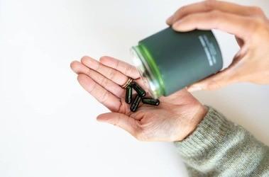Który probiotyk na zdrowe jelita wybrać? Tabletka, żel,  koncentrat probiotyczny