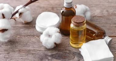 Olej z nasion bawełny – jakie ma właściwości? Czy warto go stosować?