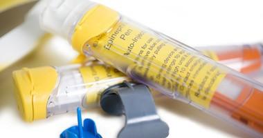Czym jest wstrząs anafilaktyczny (anafilaksja)? Jak udzielić pierwszej pomocy osobie z ciężką reakcją alergiczną?