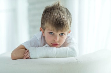Złamanie zielonej gałązki – przyczyny, objawy, rozpoznanie, leczenie złamania podkostnowego u dzieci
