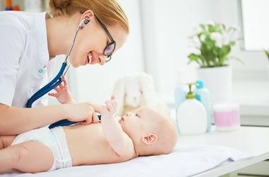 Pediatra – czym się zajmuje? Jakie choroby leczy lekarz dziecięcy POZ?