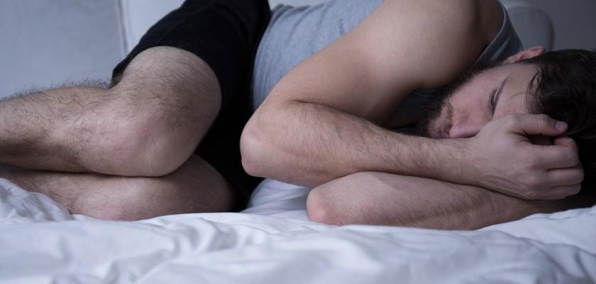 Zespół niespokojnych nóg (RLS) – przyczyny, objawy, leczenie