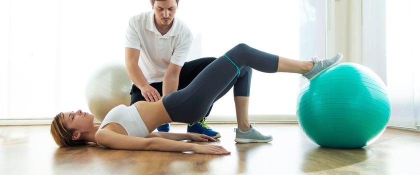 Kinezyterapia (leczenie ruchem) – na czym polega? Jakie są wskazania do gimnastyki leczniczej?