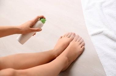 Nadpotliwość stóp – co warto stosować na nadmiernie pocące się stopy?