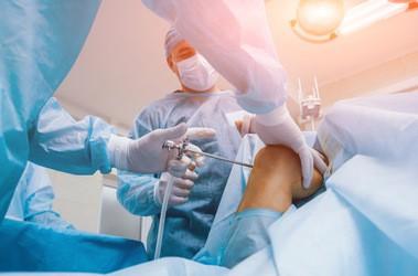 Artroskopia kolana – jakie są wskazania do zabiegu artroskopowego kolana? Rehabilitacja po artroskopii