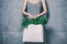 Kobiecość? Naturalnie! Zioła i preparaty ziołowe dla kobiet na różnych etapach życia