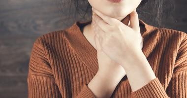 Wirusowe zapalenie gardła – objawy i leczenie. Domowe sposoby na zapalenie gardła o podłożu wirusowym