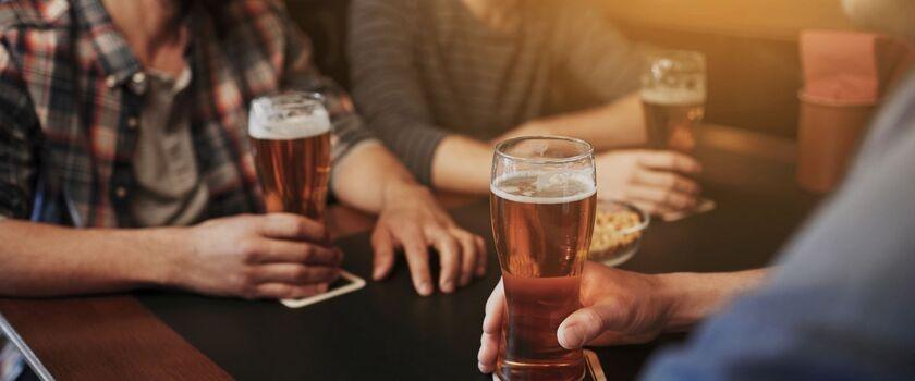 Polacy wolą alkohol od słodkich napojów