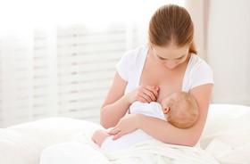 Karmienie butelką i piersią — wpływ na uzębienie
