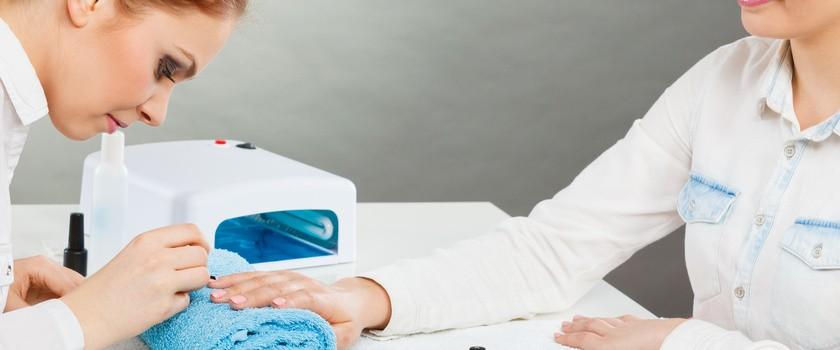 Jak zregenerować paznokcie osłabione przez manicure hybrydowy?