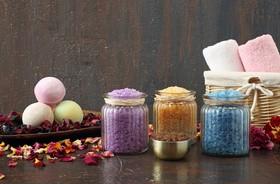 Domowe kąpiele lecznicze – jak je przygotować?