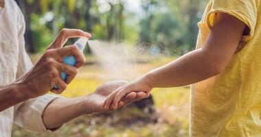 Repelenty – rodzaje. Jak stosować środki odstraszające owady?