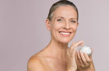 Pielęgnacja przeciwzmarszczkowa – jak dbać o skórę dojrzałą?
