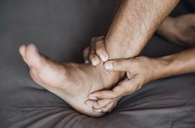Ból kostki – o czym świadczy i jak sobie radzić z bólem stawu skokowego?