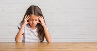 Ból głowy u dziecka – co go powoduje? Co podawać dzieciom, gdy boli je głowa?