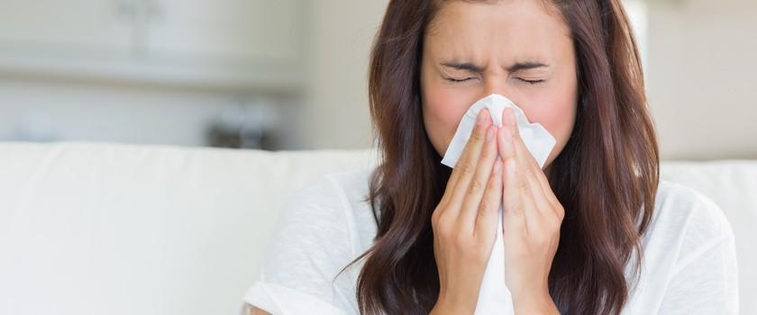 Czy katar warto leczyć? Jakie są sposoby na nieżyt nosa?