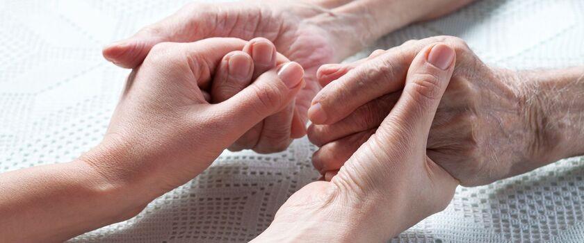 Mamy duży problem z opieką senioralną