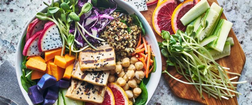 Dieta na raka – co jeść, żeby nie zachorować i czy dietą można wyleczyć się z raka?