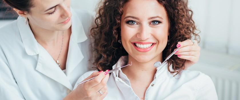 Korona zęba - porcelanowa, kompozytowa a może metalowa? Czym się różnią?