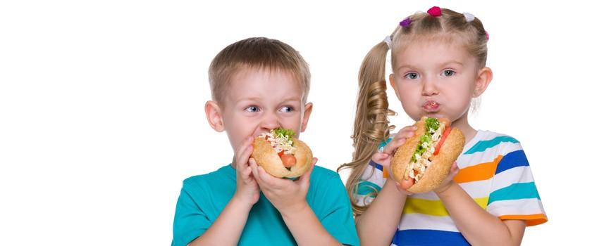 Rodzice znają zasady dziecięcej diety, ale ich nie stosują