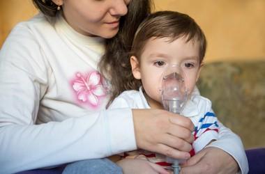 Podgłośniowe zapalenie krtani (krup wirusowy) u niemowląt i dzieci – przyczyny, objawy i leczenie