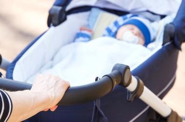 Bezpieczny pierwszy spacer z noworodkiem