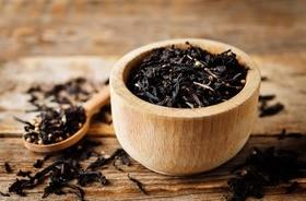 Herbata czarna – charakterystyka, właściwości i działanie. Jak ją zaparzać i przechowywać? Na co pomoże?