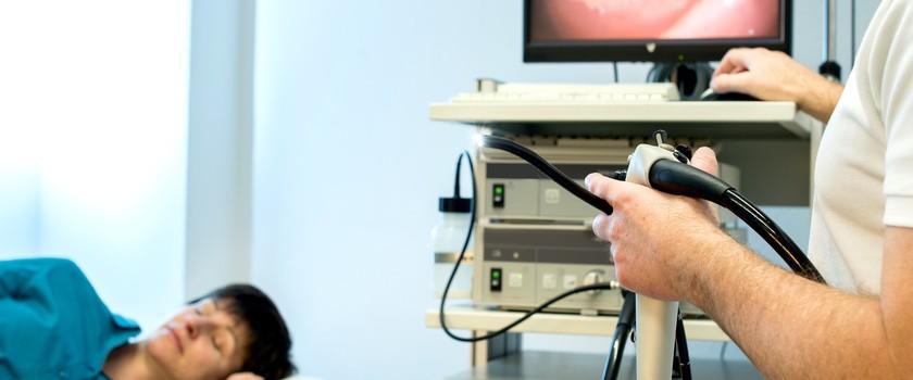Grzybica (kandydoza) przełyku – objawy, przyczyny, leczenie. Zalecenia dla pacjentów z kandydozą przełyku