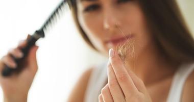 Jak wzmocnić i zagęścić włosy po porodzie?